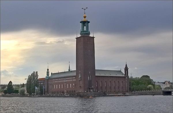 Podvečerní pohled ke stockholmské radnici