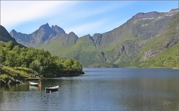 Pobřeží u Å i Lofoten, jezero Ågvatnet
