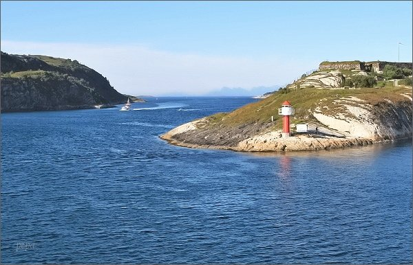 Maják u vjezdu do přístavu Bodø