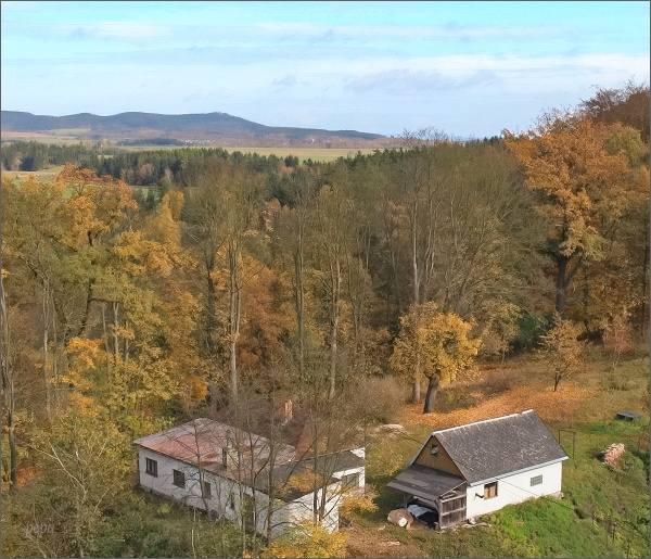 Libá, zámek. Pohled ze zámecké věže k severovýchodu. Na horizontu Kapellenberg