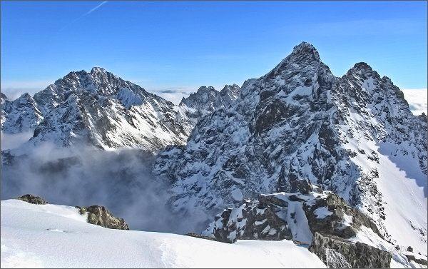 Vysoké Tatry, pohled nad Ťažkú dolinu. Vlevo Gerlachovský štít, vpravo Koruna Vysokej