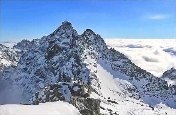 Vysoké Tatry, pohled k sedlu Váha. Vysoká a Ťažký štít