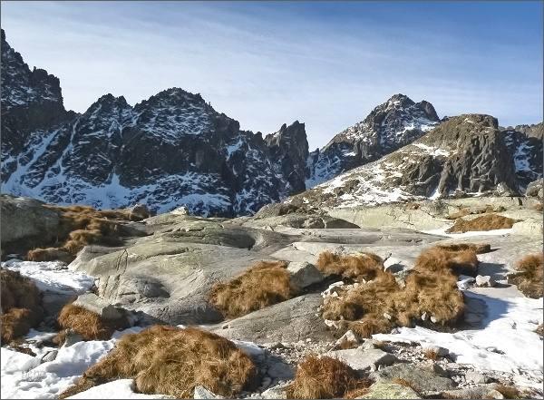 Priečna veža (uprostřed) nad Malou Studenou dolinou