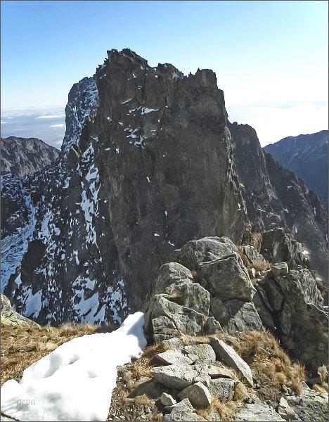 Prostredný hrebeň ze Širokej veže. V popřžedí Priečna veža