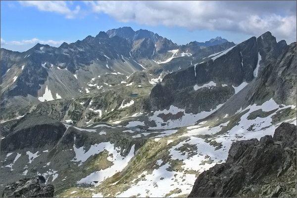 Veľká Studená dolina z Priečnej veže. Na horizontu Gerlachovský štít, vpravo Javorový štít
