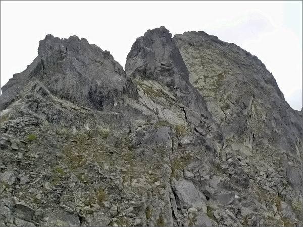 Prostredná a Veľká Furkotská veža, vpravo Ostrá