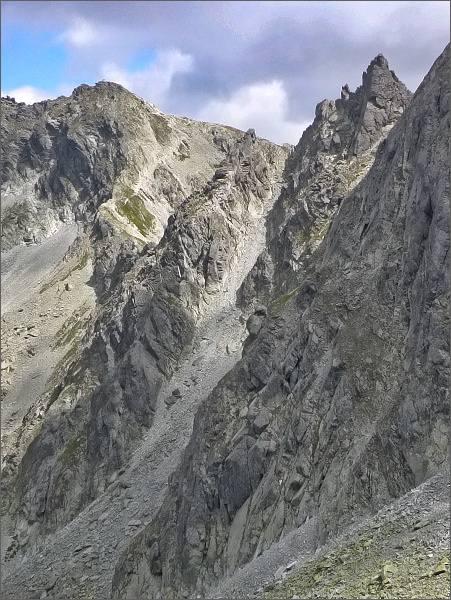 Furkotské veže od Nefcerského sedla. Vlevo Furkotský štít