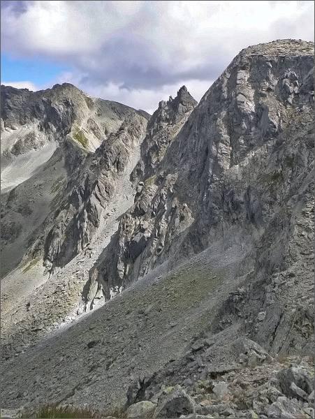 Ostrá (vpravo), Furkotské veže a Furkotský štít od Nefcerského sedla