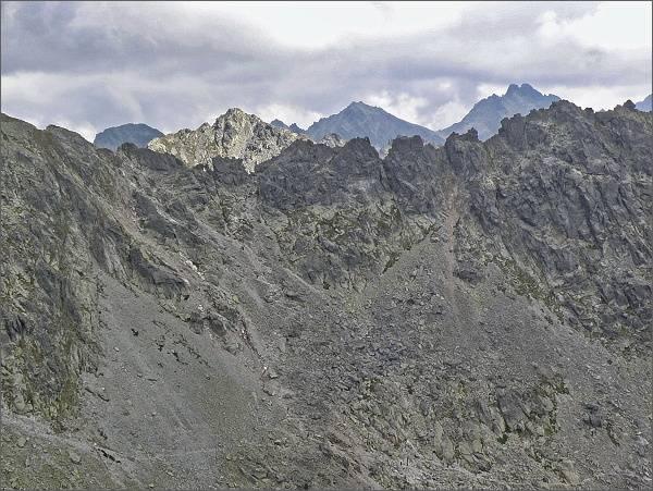 Soliskový hrebeň, vlevo Bystrá lávka z Veľkej Furkotskej veže