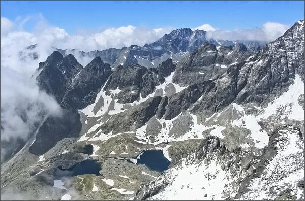 Kotlina Piatich Spišských plies, Prostredný hrebeň a Gerlachovský štít z Veterného štítu
