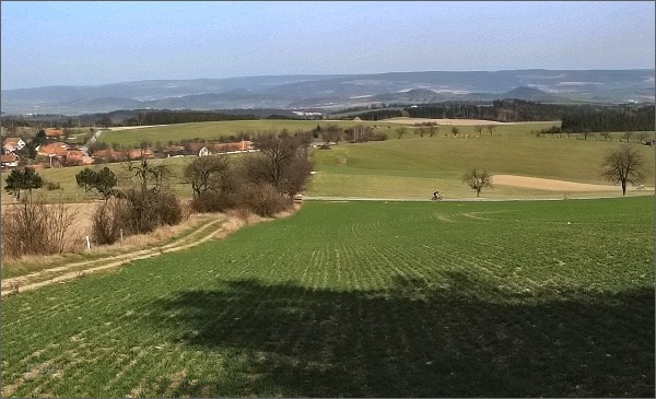 Babylon. Pohled do Boskovické brázdy a do Blanenského prolomu. Vpravo Malý a Velký Chlum