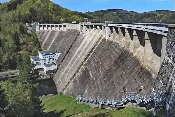 Hráz Vírské přehrady