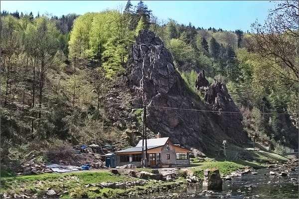 Horolezecká skála ve Víru