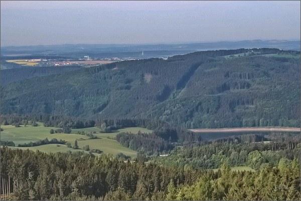 Vírská přehrada a Bystřice pod Pernštejnem z rozhledny Horní les