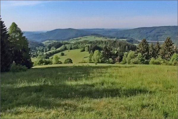 Javorův kopec. Pohled k Vírské přehradě a k údolí Svratky