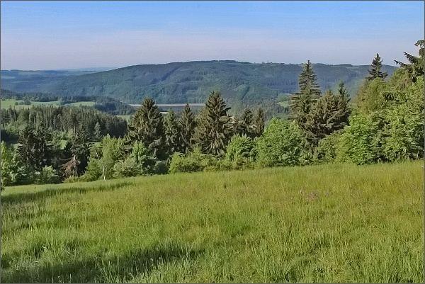Vírská přehrada a rozhledna Karasín z Javorova kopce