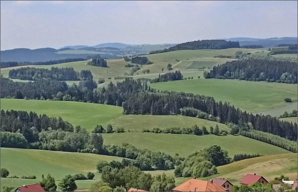 Harusův kopec z rozhledny Karasín