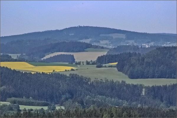 Buchtův kopec z rozhledny Karasín