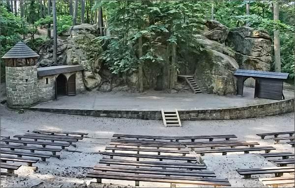 Sloup v Čechách, lesní divadlo