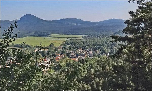 Klíč, Rousínovský a Pěnkavčí vrch z vyhlídky na Slavíčku