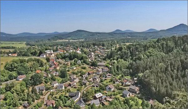 Lužické hory a Sloup v Čechách z rozhledny Na Stráži