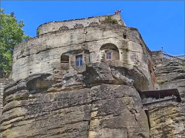 Skalní hrad a poustevna Sloup. Jižní terasy
