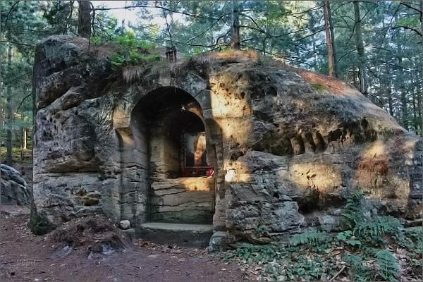Skalní kaple Nejsvětější Trojice