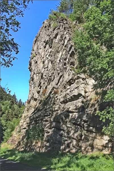 Skalní stěna Pustého zámku