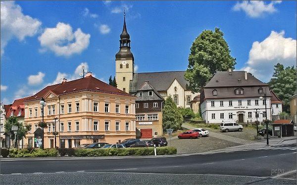 Chřibská. Náměstí a kostel sv. Jiří