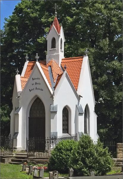 Hrobka sklářského podnikatele z Polevska Handschkeho a jeho rodiny