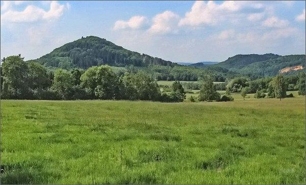 Zámecký vrch od Kamenického Šenova