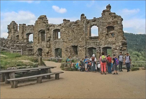 Hrad Oybin. Nádvoří a zbytky císařského paláce