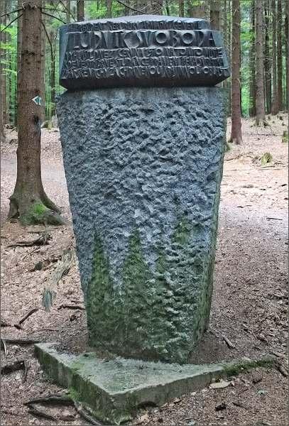 Pomník u Stříbrné studánky