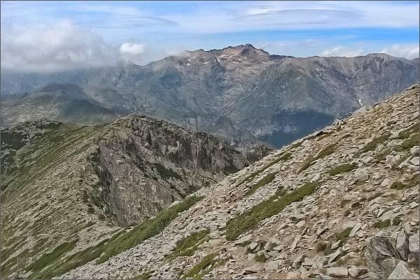 Traverz pod Migliarello. Na horizontu Monte Rotondo