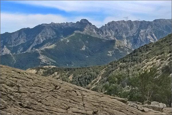 Údolí Agnone. Na horizontu Punto Dell´Oriente a Monte Renoso