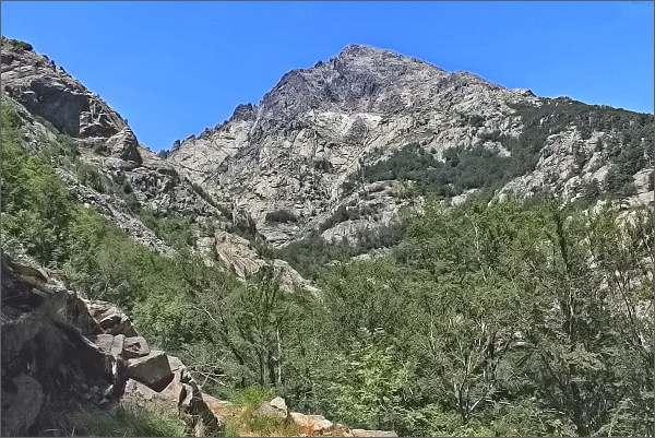 Masív Monte d´Oro, před ním údolí Agnone