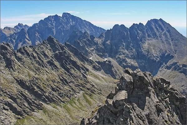 Dračí štít, pohled do Rumanovej doliny. Na horizontu Gerlachovský štít a Končistá