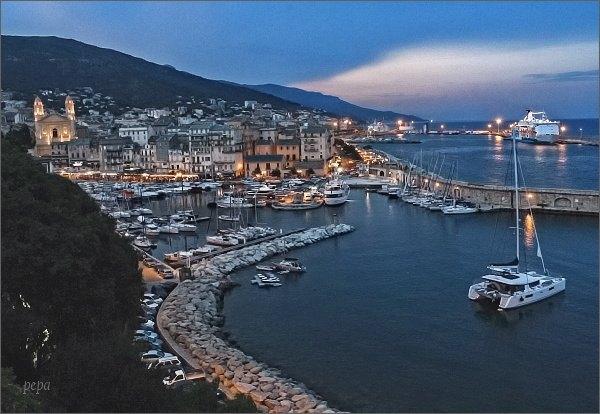 Bastia,starý přístav od citadely