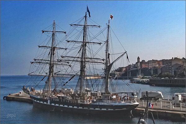 Bastia. Nový přístav a stará loď