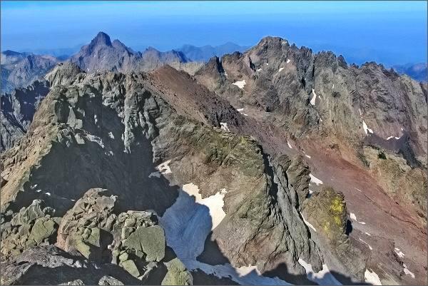 Monte Cinto, pohled k jihozápadu. Vlevo Paglia Orba