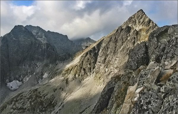 Kolový štít (vpravo) a Čierny štít z Karbunkulového hrebeňa