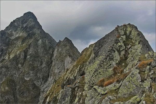 Belasá veža, Zmrzlá veža a Kolový štít z konce Karbunkulového hrebeňa
