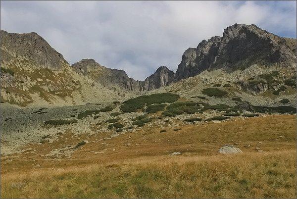 Dolina Pięciu Stawów Polskich , vpravo Kozi Wierch