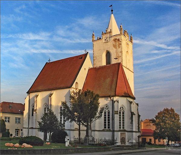 Pouzdřany. Kostel sv. Mikuláše a Václava