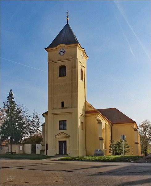 Strachotín, kostel sv. Oldřicha a sv. Metoděje