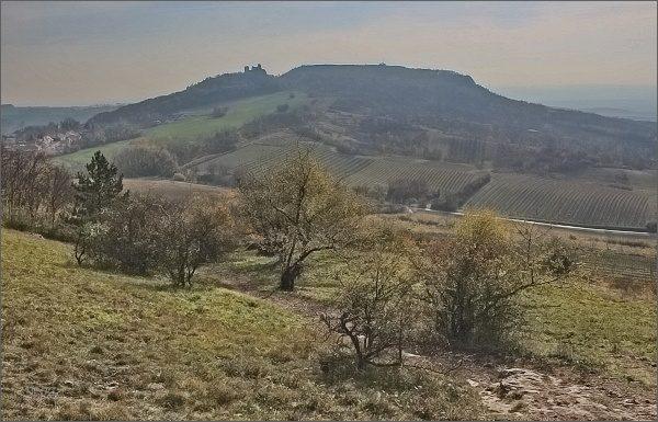Sirotčí hrádek a Stolová hora od kaple sv. Antoníčka