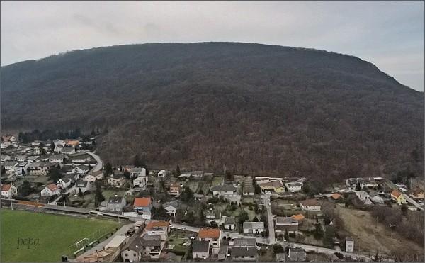 Vrch Hundsheimer Berg z hradu Hainburg