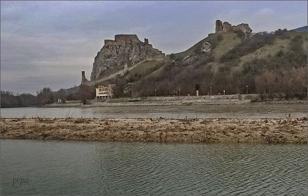 Devín z rakouského břehu Dunaje