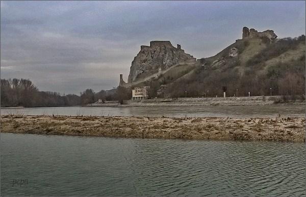 Devín a soutok Dunaje s Moravou z rakouského břehu