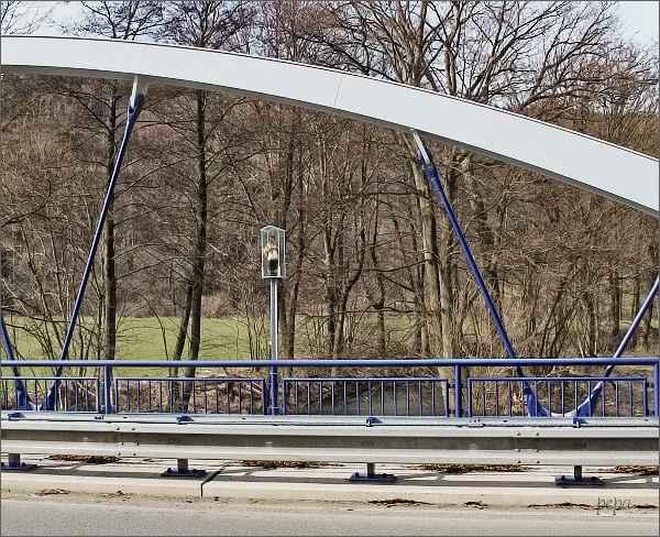 Socha sv. Jana Nepomuckého na silničním mostě u Nedvědic